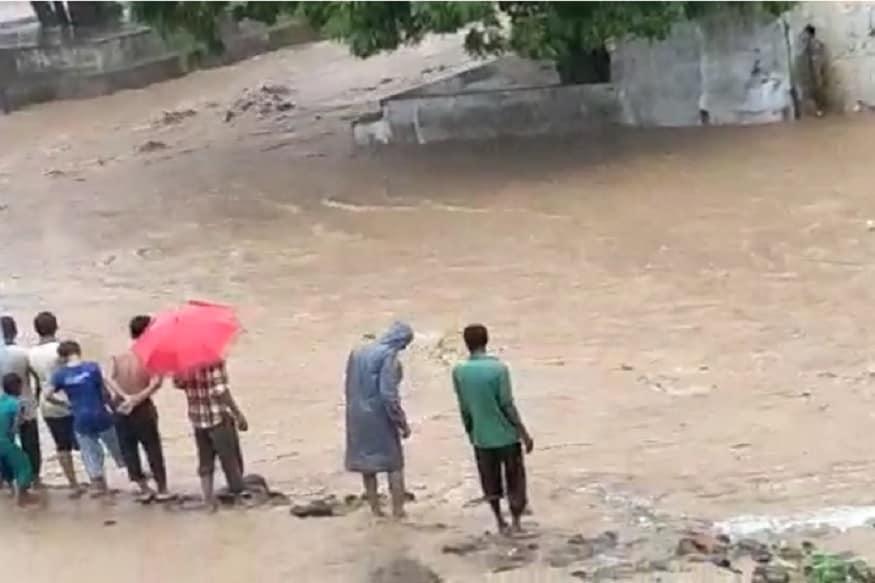 વરસાદ અંગે હવામાન વિભાગે જણાવ્યું છે કે, 'ગુજરાતમાં હાલ દક્ષિણ-પશ્ચિમ દિશાનો પવન છે. 12 જુલાઈના રવિવારનાં રોજ અરવલ્લી, મહિસાગર,નવસારી, વલસાડ, દમણ,દાદરા નગર હવેલીમાં ભારે વરસાદની આગાહી કરવામાં આવી છે. જ્યારે 13 જુલાઈના ખેડા, પંચમહાલ, નવસારી, વલસાડ, દમણ, દાદરા નગર હવેલીમાં ભારે વરસાદની આગાહી કરવામાં આવી છે.