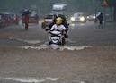 મુંબઇમાં ભારે વરસાદ પછી હાઇ ટાઇડનું એલર્ટ, ગુજરાતમાં NDRFની 7 ટીમ મોકલાઇ