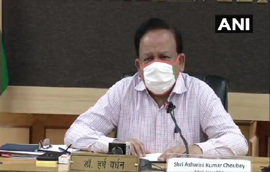 કેન્દ્રીય સ્વાસ્થય મંત્રી હર્ષવર્ધન (Health Minister Dr Harsh Vardhan) દાવો કર્યો છે કે દેશમાં કોરોના વાયરસ (coronavirus)નું હજી કમ્યુનિટી ટ્રાંસમિશન નથી થયું. સાથે જ તેમણે કહ્યું કે 90 ટકા એક્ટિવ કેસ દેશમાં ખાલી 8 રાજ્યોમાં જ છે. ઉલ્લેખનીય છે કે દેશમાં કોરોના દર્દીઓની સંખ્યા સાડા સાત લાખને પાર થઇ ગઇ છે. ગત થોડા દિવસોથી દર રોજ દેશભરમાં 20 હજારથી વધુ નવા દર્દીઓ સામે આવી રહ્યા છે.
