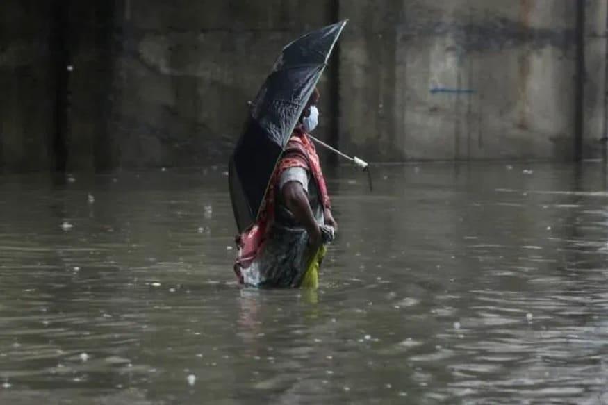 અમદાવાદ : ગુજરાતમાં હાલ દક્ષિણ પશ્ચિમનો પવન ફૂંકાઇ રહ્યો છે. ત્યારે હવામાન વિભાગે આગાહી કરી છે ગુજરાતમાં 4 દિવસ વરસાદની આગાહી છે. રાજ્યમાં 12મી જુલાઇ એટલે આજથી 15 જુલાઇ સુધી વરસાદી માહોલ રહેશે. બનાસકાંઠા, ખેડા, અરવલ્લી, પંચમહાલ, નવસારી, વલસાડમાં મુખ્યત્વે આગામી ચાર દિવસ દરમિયાન ભારે વરસાદ પડવાની હવામાન વિભાગ દ્વારા આગાહી કરવામાં આવી છે.
