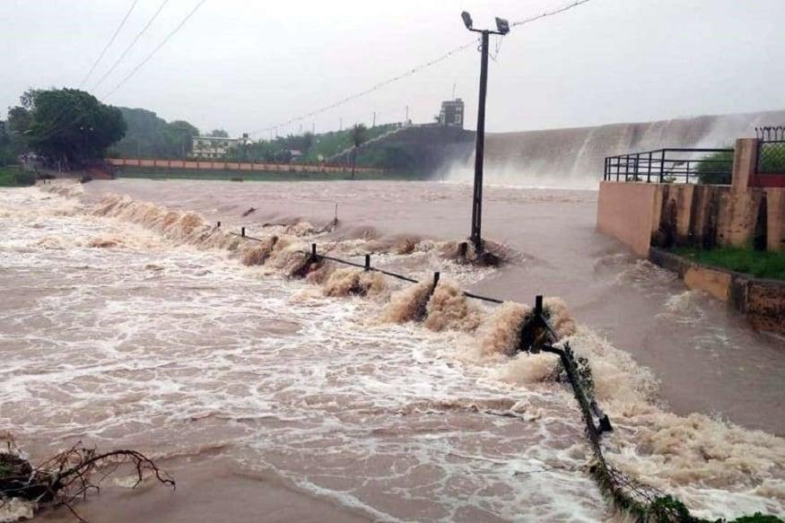 વેલ માર્ક લૉ પ્રેશર સિસ્ટમ ગુજરાત પરથી ફંટાઇ ગઈ છે. જેના કારણે વરસાદનું જોર ઘટ્યું છે. ત્યારે હવામાન નિષ્ણાત અંબાલાલ પટેલે (Ambalal Patel)આગાહી કરતા જણાવ્યું હતું કે, 15 જુલાઈથી વરસાદ થવાની આગાહી કરી છે. 15થી 22 જુલાઈમાં ઉત્તર અને મધ્ય ગુજરાતમાં વરસાદ થશે. જે બાદ 30 જુલાઈના બંગાળની ખાડી (Bey of Bengal)માં લૉ પ્રેશર (Low Pressure) સક્રિય થશે. જેનાથી 30 જુલાઈથી 8 ઓગસ્ટ સુધીમાં રાજ્યમાં ભારેથી અતિભારે વરસાદની આગાહી અંબાલાલ પટેલે કરી છે