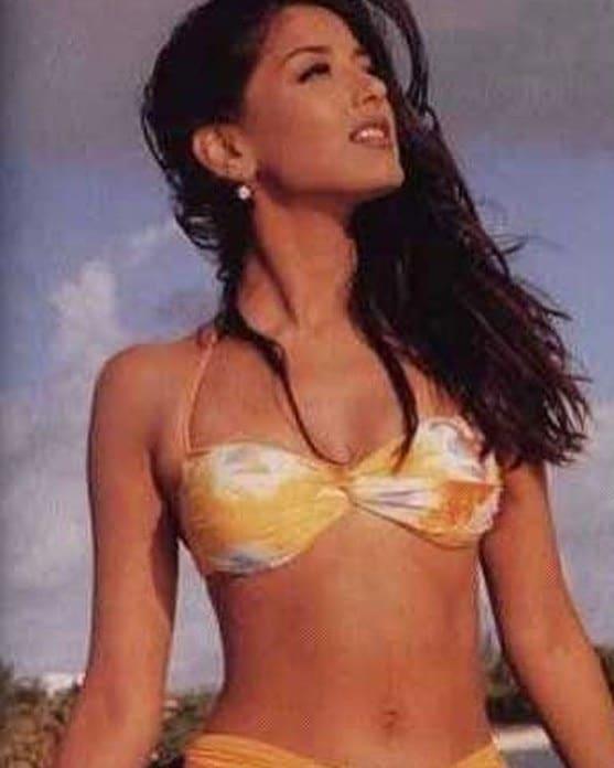 સોનાલીની આ તસવીરો 90નાં દાયકાની છે આ ફોટોશૂટમાં સોનાલી બોલ્ડ બિકિની અવતારમાં (Bikini Photos) નજર આવે છે. સોનાલીની આ તસવીરોને ખુબ બધી લાઇક્સ અને કમેન્ટ્સ મળી છે. આ ફોટા સોશિયલ મીડિયા પર વાયરલ થઇ ગયા છે.