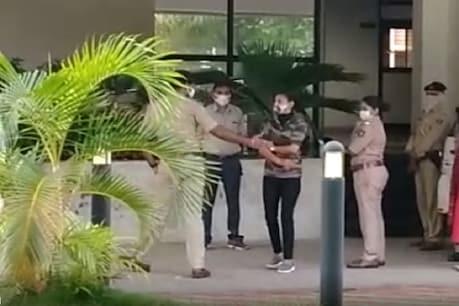 મંત્રી પુત્ર અને મહિલા કોન્સ્ટેબલ વિવાદ: સુરત પોલીસ હેડક્વાર્ટર પહોંચ્યા સુનિતા યાદવ, પોલીસ સાથે થઈ રકઝક