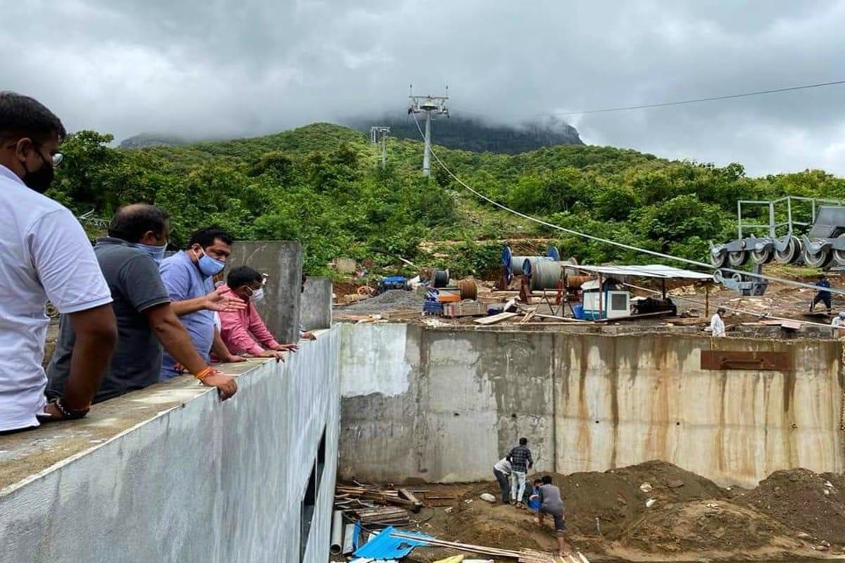 જૂનાગઢ : રાજ્યના સૌથી ઊંચા પર્વત ગિરનારને (Girnar rope way) રોપ-વેથી જોડવાનો વડાપ્રધાન મોદીનો (PM Modis Dream project) ડ્રીમ પ્રોજેકટ હવે પૂર્ણતાના આરે છે. તત્કાલિન મુખ્યમંત્રી નરેન્દ્ર મોદીએ જોયેલું સ્વપ્ન વડાપ્રધાન મોદીના શાસનમાં સાકાર થવા જઈ રહ્યું હોવાથી તેઓ આ પ્રોજેક્ટની શરૂઆત કરાવે તેવી શક્યતા છે. હાલમાં ગીરનારરોપ-વેની (pictures of girnar rope way) કામગીરી અંતિમ તબક્કામાં છે.
