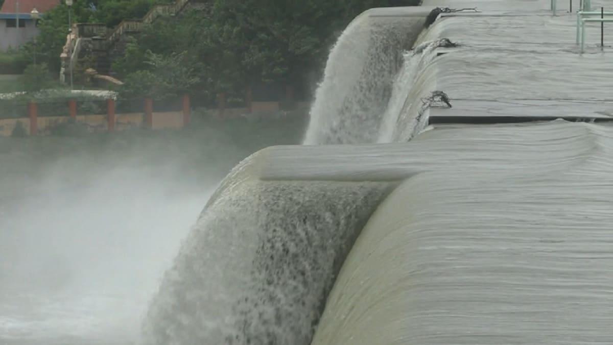 આ ડેમની ખાસિયત એ છે કે, જામનગર શહેરને ગ્રેચ્યુટીથી કોઈપણ સાધનસામગ્રી વગર પંપ હાઉસ સુધી પાણી આ ડેમમાંથી પહોંચાડવામાં આવે છે અને ઘર-ઘર સુધી ત્યાંથી આ પાણી નળ મારફતે આપવામાં આવે છે. જેથી રણજીતસાગર ડેમ ને જામનગરની જીવાદોરી સમાન ગણવામાં આવી રહ્યો છે. આ ડેમ ઓવરફલો થતા આહલાદક નજારો જોવા મળે છે જેને જોવા માટે લોકો હાલ ઉમટી પડ્યા છે.