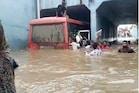 ગોંડલ અંડરબ્રિજમાં બસ ફસાઇ, મુસાફરોને ગળાડૂબ પાણીમાંથી જીવના જોખમે બચાવ્યા