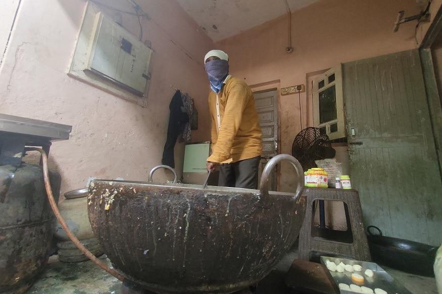 તસ્વીરો તમામ ઘટનાની સાક્ષી છે.. અહીં મીઠાઈઓ બનાવવામાં આવી રહી હતી પરંતુ તેના માટે માર્કેટમાં મળતી હલકી કક્ષાની બરફી નો ઉપયોગ થઇ રહ્યો હતો અખાદ્ય કલર એસેન્સ વિગેરે વસ્તુઓનો ઉપયોગ કરવામાં આવી રહ્યો હતો જે મીઠાઈ માર્કેટમાં 200 રૂપિયા 1200 રૂપિયા સુધી કિલો એ વેચાતી હોય છે તે મીઠાઈ. અહીં માત્ર સો રૂપિયા કિલોમાં ઉત્પાદન થઈ રહ્યું હતું.. વેપારીઓનું કહેવું છે કે જેને સસ્તુ જોઈએ તેને અમે સસ્તુ આપીએ.. અને બાકી જેવો વિસ્તાર તેવા ભાવ. બાકી મીઠાઈઓ તો અમારી જ વેચાતી હોય છે સ્વાદિષ્ટ અને ચમકદાર.