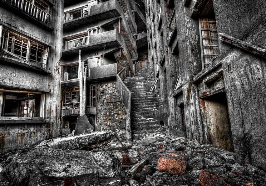 તુર્કી દેશના તુર્કેમેનિસ્તાનની વાત પણ અજીબ છે. અહીં આરસની ઇમારતોથી બનેલા એક શહેરને ભૂતિયા શહેર કહેવામાં આવ્યું. એક સમયે તે સોવિયત સંધનો ભાગ હતું. આ શહેરનું નામ અશ્ગાબા (Ashgaba) છે. તેને ભૂતિયા શહેર કહેવામાં આવે છે. 1991માં અહીં શહેર બનાવાયું 600 ઇમારતો બની. તમામ ઇમારતો આરસની બનેલી છે. જે પોતાનામાં એક રેકોર્ડ છે. જો કે તેમ છતાં અહીં કોઇ નથી રહેતું. આ દુનિયાના તે દેશોમાંથી એક છે જ્યાં ભાગ્યેજ કોઇ પ્રવાસી જાય છે. સાંકેતિક ફોટો (Photo-pixabay)