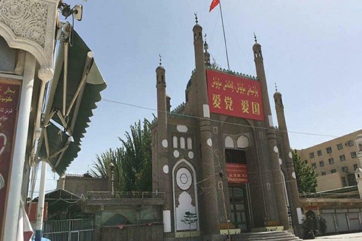 ચીન (China)માં ઉયગર મુસ્લિમો (Uyghur Muslims) પર જિનપિંગ સરકારની ક્રૂરતાની ઘટનાઓ એક પછી એક સામે આવી રહી છે. ચીનમાં સતત મસ્જિદોને તોડવાની ઘટનાઓ સામે આવી રહી છે. આ વચ્ચે ગાન્સૂના લિંશિયામાં અનેક મસ્જિદોના ગુંબજને તોડવામાં આવ્યા છે તેવી ખબર પણ બહાર આવી છે. ફોટો- રેડિયો ફ્રી એશિયા