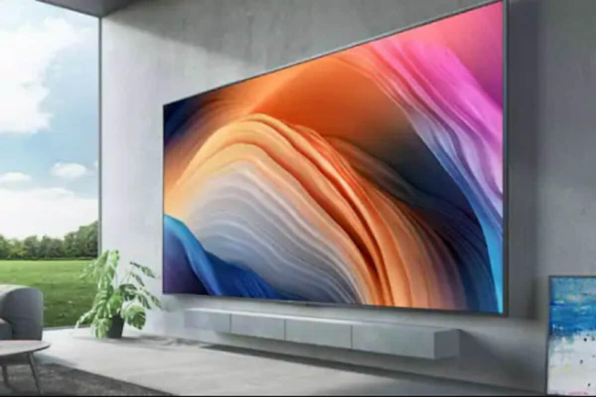 1 ઓક્ટોબર પછી ટીવીમાં ભાવોમાં 1200-1500 રૂપિયાનો વધારો થઇ શકે છે. ટીવીની કિંમતો પર હવે તેમાં આ વધારાના 1500 રૂપિયા પણ આપવા પડશે. એલજી, પેનાસોનિક, થોમસન અને સૈસુઇ જેવી બ્રાન્ડના ટીવી પર તમને આ ભાવ વધારો જોવા મળશે. ટીવીની કિંમતમાં 4 ટકાથી 5 ટકાનો વધારો થશે. જે મુજબ 32 ઇંચના ટેલિવિઝન પર ઓછામાં ઓછા 600 અને 42 ઇંચના માટે 1200-1500 રૂપિયાનો વધારો થશે. અને જેટલી મોટી સ્ક્રીન તેટલો ભાવ વધારો.