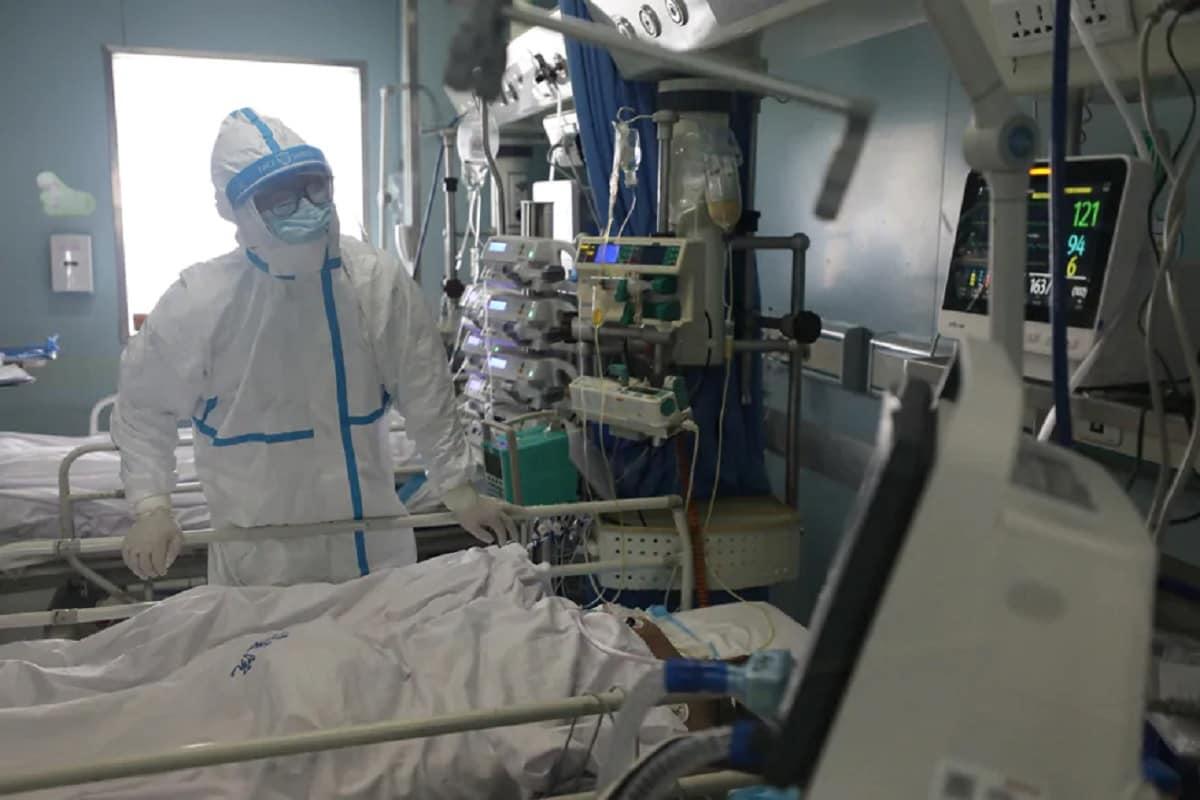 અમદાવાદઃ કોરોના વાયરસનો (coronavirus) પ્રકોપ ગુજરાતમાં યથાવત રહ્યો છે. ત્યારે આજે રવિવારે (Gujarat corona update) છેલ્લા 24 કલાકમાં વધુ 1407 કેસ નોંધાયા છે. જ્યારે 1204 દર્દીઓ સાજા થઈને ઘરે ગયા છે. અત્યાર સુધીમાં 1,03,775 દર્દીઓ સાજા થઈને ઘરે ગયા છે. આમ સાજા થવાનો દર રાજ્યનો 84.14 ટકા થયો છે. આજે રાજ્યમાં કુલ 17 લોકોએ કોરોનામાં જીવ ગુમાવ્યો હતો. આમ મૃત્યું આંક 3322એ (corona death toll) પહોંચ્યો છે. રાજ્યમાં અત્યારે 16240 એક્ટિવ કેસ છે. કુલ કોરોના દર્દીઓનો આંકડો 1,23,337એ પહોંચી છે.