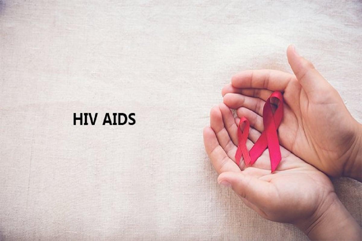 વૈજ્ઞાનિકો એ પણ માની રહ્યા છે કે આ બંને માણસોના શરીરમાં HIVનો નબળો વાયરસ હોય. વૈજ્ઞાનિકોએ 64 એલીટ કંટ્રોલર્સના શરીર ઉપર HIV સંક્રમણનું અધ્યયન કર્યું છે. આમાંથી 41 લોકો એવા હતા જે એટીરેટ્રોવાયરલ દવા લઈ રહ્યા હતા. પરંતુ દર્દી EC2એ આવી કોઈ દવા લીધી ન હતી. તેના શરીરમાં HIV સંપૂર્ણ પણે નિષ્ક્રીય થયો હતો.