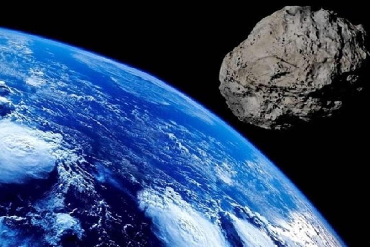 NEO શ્રેણીનો છે Asteroid - NASAએ તેને નિયર અર્થ ઓબ્જેક્ટ (NEO)ની ક્લાસનો Asteroid ગણાવ્યો છે. આવા પિંડ એવા ધૂમકેતૂ કે ઉલ્કાપિંડ હોય છે જે આપણા સૂર્યથી 1.3 એસ્ટ્રોનોમિક યૂનિટ ના અંતરથી આવી શકે છે. એસ્ટ્રોનોમિકલ યૂનિટ અંતર એક ખગોળીય એકમ છે જે સૂર્ય અને પૃથ્વીની વચ્ચેનું સરેરાશ અંતર છે. (પ્રતીકાત્મક તસવીર)