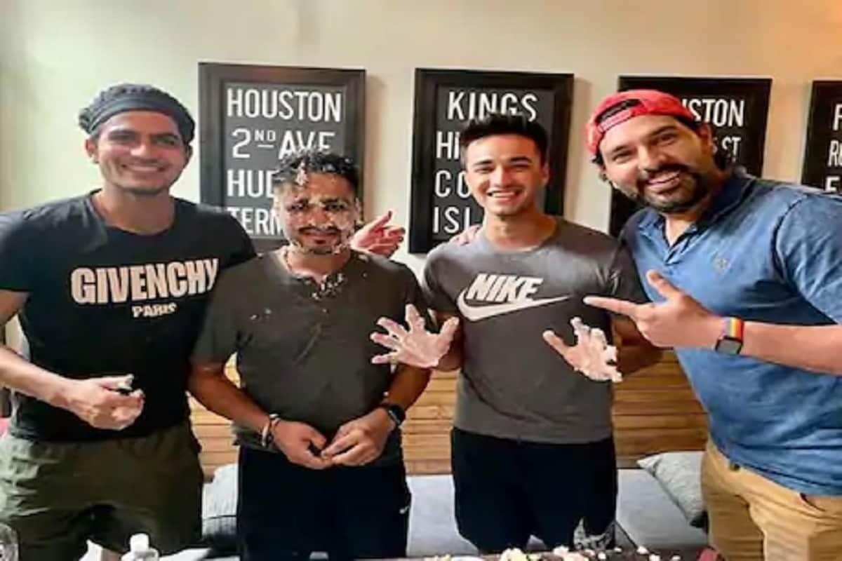 નવી દિલ્હી : સિક્સર કિંગ યુવરાજ સિંહ (Yuvraj Singh)જલ્દી ક્રિકેટના મેદાનમાં ફરી એક વખત જોવા મળી શકે છે. યુવરાજ સિંહે જાહેરાત કરી છે કે તે ભારતમાં જલ્દી ટી-20 ક્રિકેટ રમતો જોવા મળી શકે છે. યુવરાજ સિંહે જૂન 2019માં ક્રિકેટમાંથી નિવૃત્તિની જાહેરાત કરી હતી અને તે બીસીસીઆઈની મંજૂરી લઈ વિદેશી લીગમાં રમી રહ્યો હતો. આ કારણે યુવરાજ આઈપીએલમાં રમી શક્યો નથી.યુવરાજ સિંહે આ સંબંધમાં બીસીસીઆઈ અધ્યક્ષ સૌરવ ગાંગુલીને પત્ર પણ લખ્યો છે. યુવરાજ ઘરેલું ટૂર્નામેન્ટમાં પંજાબ માટે ટી-20 ક્રિકેટ રમવા માંગે છે અને આ માટે નિવૃત્તિમાંથી પાછા આવવાનો નિર્ણય કર્યો છે.