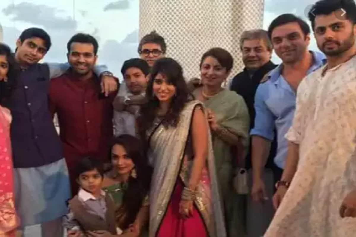 ભારતીય ટીમના વાઇસ કેપ્ટન રોહિત શર્માની પત્ની રિતિકા સજદેહ બંટી સજદેહની બહેન છે. બંને ફર્સ્ટ કઝિન છે પણ રિતિકા બંટીની ઘણી નજીક છે. રોહિત અને રિતિકાની પ્રથમ મુલાકાત ત્યારે થઈ હતી જ્યારે રિતિકા બંટીની કંપનીમાં કામ કરતી હતી. (instagram)