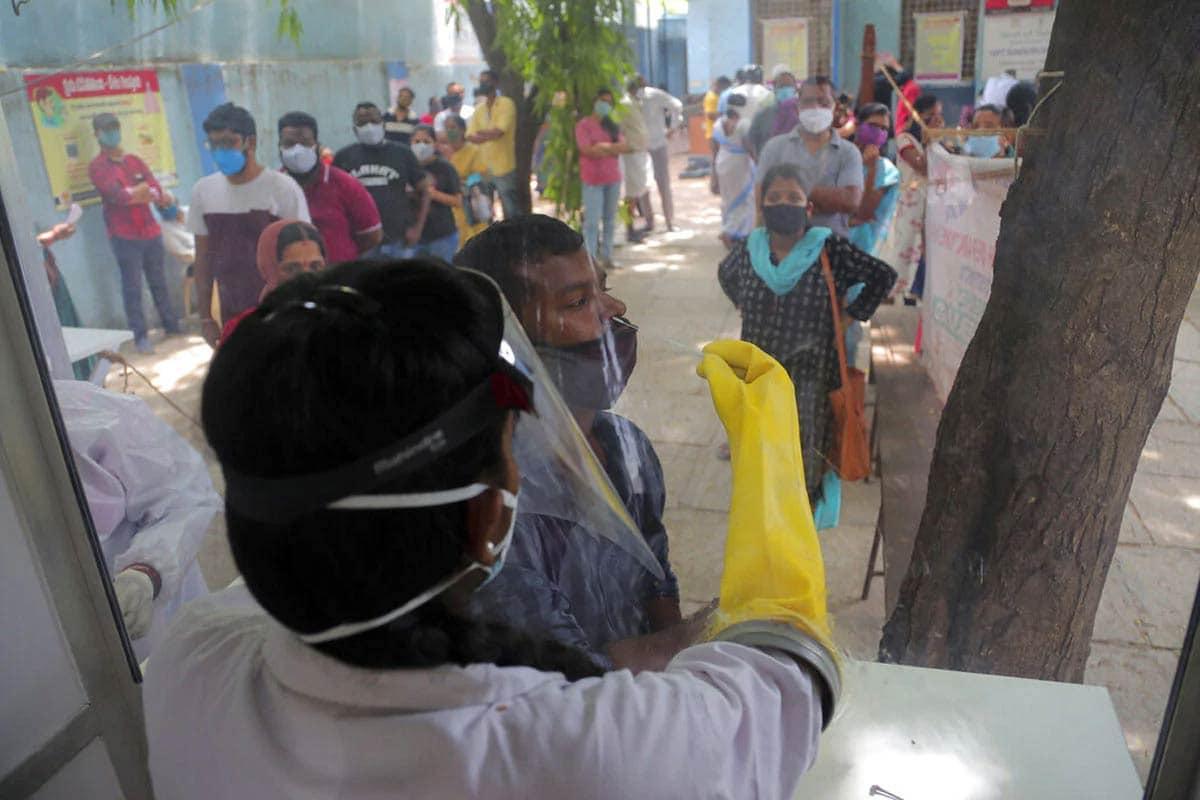 બીજી તરફ, ભારતમાં કોવિડ-19 (Covid-19)ની મહામારી સામે લડીને 33 લાખ 98 હજાર 845 લોકો સાજા પણ થઇ ચૂક્યા છે. હાલ 8,97,394 એક્ટિવ કેસો છે. દેશમાં અત્યાર સુધીમાં કુલ 73,890 લોકોનાં કોરોના વાયરસના કારણે મોત થયા છે. (પ્રતીકાત્મક તસવીર)