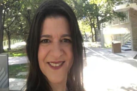 દુઃખદ ઘટના! Online ક્લાસમાં મહિલા પ્રોફેસરની તબીયત લથડી, વિદ્યાર્થીઓ સામે જ coronaથી થયું મોત