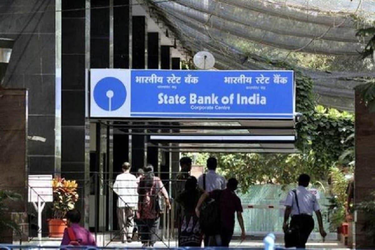 દેશની સૌથી મોટી બેંક ભારતીય સ્ટેટ બેંકે પોતાના ગ્રાહકો માટે એક જરૂરી સૂચના જાહેર કરી છે. એસબીઆઇએ ટ્વિટ કરીને કહ્યું છે કે તે યોના એસબીઆઇ મોબાઇલ એપ પર મેંટેનેંસ વર્ક થઇ રહ્યું છે. મેંટેનેંસના કારણે આ એપ 11 ઓક્ટોબરથી 13 ઓક્ટોબર સુધી રાતે 12 વાગ્યાથી સવારે 4 વાગ્યા સુધી ઉપયોગ માટે ઉપલબ્ધ નહીં રહે.