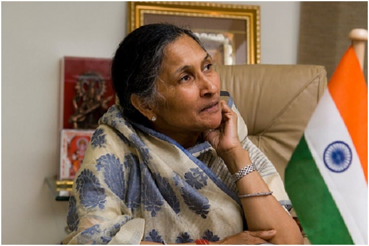 સાવિત્રી જિંદાલ - ઓપી જિંદાલ ગ્રુપની સાવિત્ર જિંદાલ (Savitri Jindal) આ લિસ્ટમાં ટોપમાં છે. તે ભારતના સૌથી પૈસાદાર લોકોની સૂચીમાં પણ 19માં નંબરે છે. અને મહિલાઓના લિસ્ટમાં પહેલા નંબરે છે. સાવિત્રી જિંદાલ ઓપી જિન્દાલ ગ્રુપની પ્રમુખ છે. અને તેમની સંપત્તિ 2019ની તુલનામાં 13.8 ટકા વધી છે. 2020માં તે 42,415 રૂપિયા વધુ કમાઇ છે. જિંદાલ ગ્રુપ સ્ટીલ, પાવર, સીમેન્ટ અને ઇન્ફ્રાસ્ટ્રક્ચર ક્ષેત્રમાં કામ કરે છે.