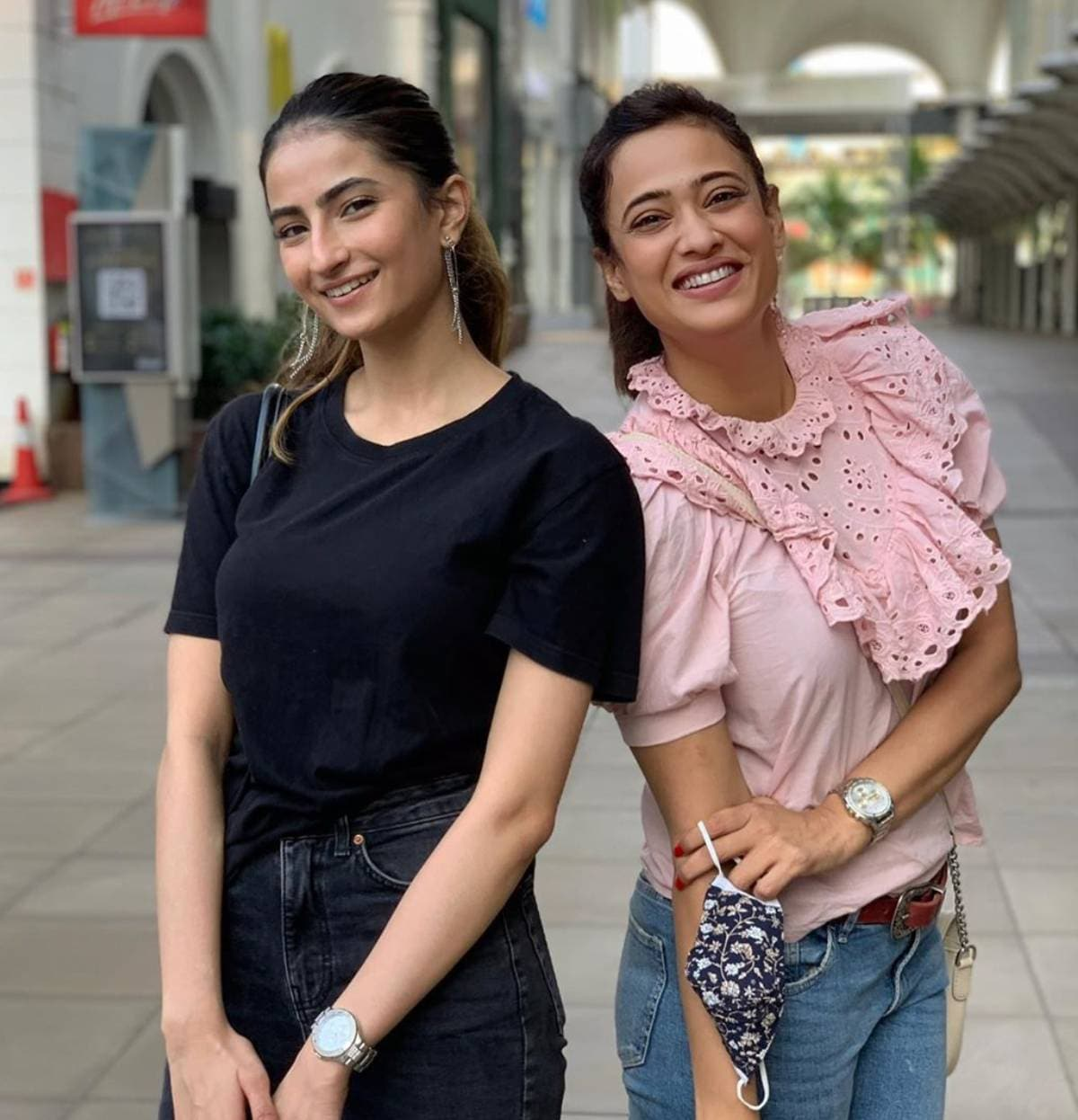 શ્વેતા તિવારી અને પલક તિવારીને હંમેશા સોશિયલ મીડિયામાં પોતાની સુંદર તસવીરો શેર કરતા રહે છે. અને જે જોઇને તમે પણ કહેશો કે મા-દીકરી વચ્ચે ખૂબ જ સારું બોન્ડિંગ છે. (Photo- @palaktiwarii/Instagram)