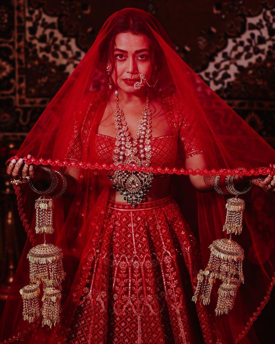 સૌ કોઇ નેહા કક્કડનાં લગ્નની તસવીરો સોશિયલ મીડિયામાં જોઇ રહ્યાં છે અને તેને લાઇક કરી રહ્યાં છે. (PHOTO: Instagram)