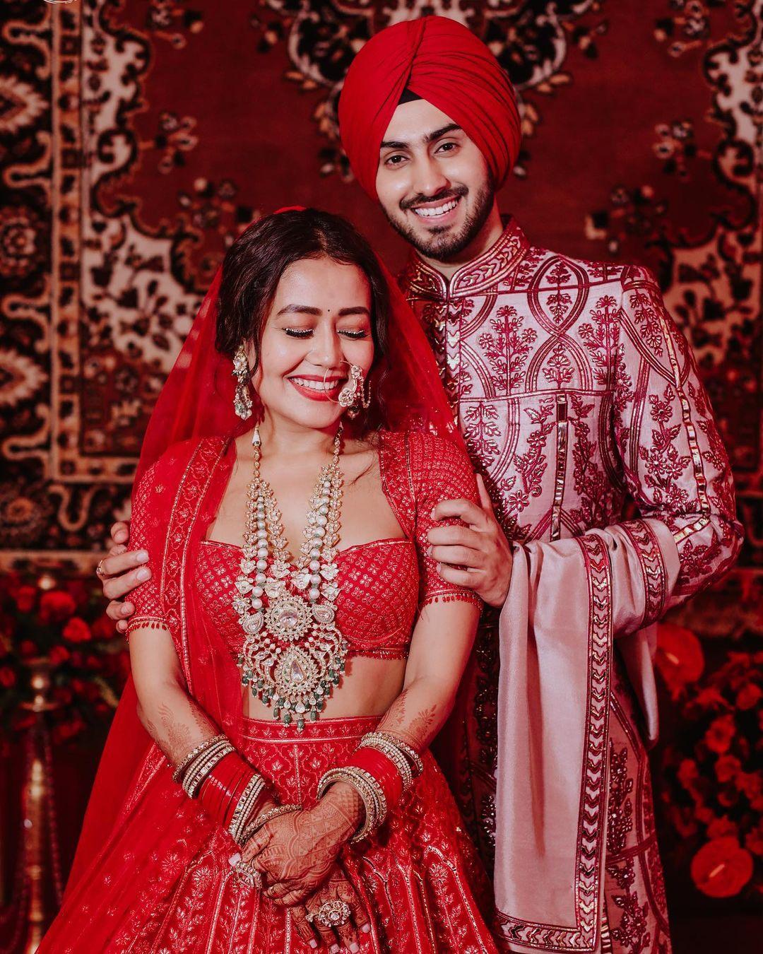 લાલ જોડામાં ખુબજ સુંદર દેખાય છે નેહા (PHOTO: Instagram)