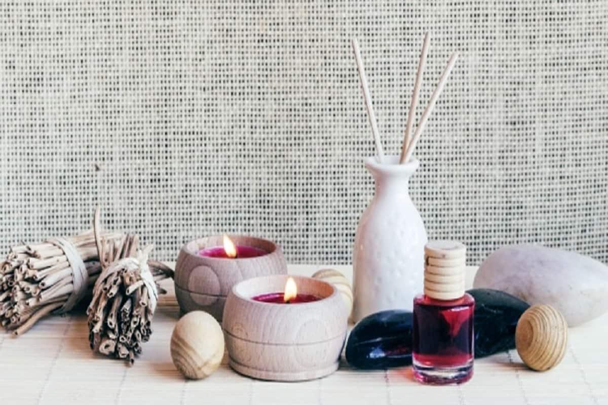 ઘરને પવિત્ર કરી લોઃ- ઘરન સાફ સફાઈ કર્યા બાદ ઘરનું શુદ્ધિકરણ કરવું જરૂરી છે. સફાઈ બાદ આખા ઘરમાં ગંગાજળનો છંટકાવ કરી લો. આનાથી તમારું ઘર પવિત્ર થઈ જશે. આ ઉપરાંત કળશ સ્થાપનાની તૈયારી એક દિવસ પહેલાથી કરી લો. (પ્રતિકાત્મ તસવીર)