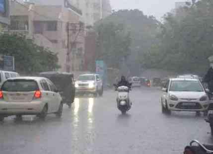 હવામાન વિભાગ દ્વારા હજી આગામી બે દિવસ દરમિયાન મધ્ય ગુજરાત, દક્ષિણ ગુજરાત, સૌરાષ્ટ્રના કેટલાક ભાગમાં વરસાદની આગાહી કરવામાં આવી છે. ગુજરાતમાં અત્યાર સુધી સરેરાશ 44.65 ઈંચ સાથે સિઝનનો 136.50% વરસાદ નોંધાયો છે. (પ્રતિકાત્મક તસવીર)