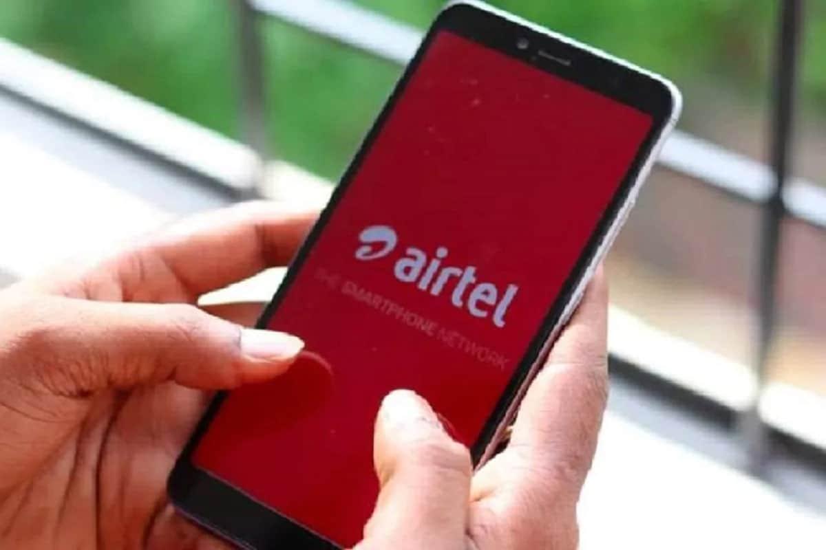 નવી દિલ્હીઃ દેશમાં સૌથી વધુ ડેટા સ્પીડનો દાવો કરનારી ટેલીકોમ કંપની ભારતી એરટેલ (Bharti Airtel)એ પોતાના ગ્રાહકો માટે સમગ્ર દેશમાં 399 રૂપિયાવાળા પોસ્ટપેઇડ પ્લાન (Postpaid Plan) ઉપલબ્ધ કરાવવાનું શરૂ કરી દીધું છે. અત્યાર સુધી આ પ્લાનને કેટલાક ખાસ સર્કલ્સ માટે સીમિત રાખવામાં આવ્યો હતો. આ પોસ્ટપેઇડ મંથલી રેન્ટલવાળા પ્લાન (Monthly Rental Plan)માં 3G અને 4G યૂઝર્સને 40GB ડેટા મળશે. આ ઉપરાંત અનલિમિટેડ કોલિંગ અને દરરોજ 100 SMSનો ફાયદો મળશે. (પ્રતીકાત્મક તસવીર)