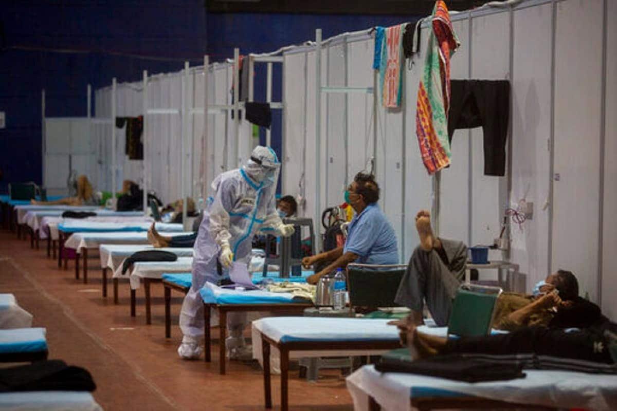 Coronavirus Cases in India Latest News Updates: મંગળવાર સવારે કોરોના વાયરસ સંક્રમણના નવા કેસોના આંકડાઓએ આંશિક રાહત આપી છે. છેલ્લા 24 કલાકમાં કોરોના ટેસ્ટિંગની સંખ્યા વધરવામાં આવી છે પરંતુ સારી બાબત એ છે કે સંક્રમિતોનો આંક 40 હજારથી નીચે રહ્યો છે અને મૃત્યુઆંક પણ 500થી નીચે નોંધાયો છે. કેન્દ્રીય સ્વાસ્થ્ય વિભાગ દ્વારા જાહેર કરવામાં આવેલા આંકડાઓ મુજબ, છેલ્લા 24 કલાકમાં 37,975 નવા પોઝિટિવ કેસો નોંધાયા છે. આ ઉપરાંત કોવિડ-19 (COVID-19)ના કારણે 480 દર્દીઓએ પોતાના જીવ ગુમાવ્યા છે. દેશમાં હવે કુલ સંક્રમિતોની સંખ્યા વધીને 91,77,841 થઈ ગઈ છે. (પ્રતીકાત્મક તસવીર)
