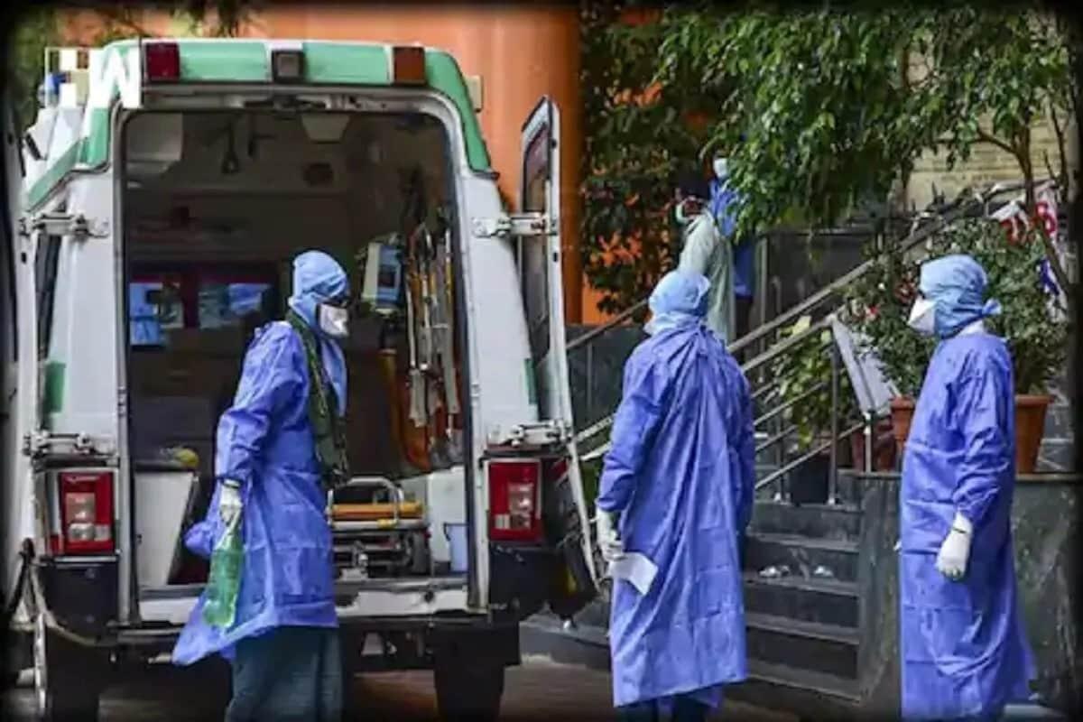અમદાવાદ : રાજ્યમાં સ્થાનિક સ્વરાજની ચૂંટણીના પ્રથમ તબક્કામાં મનપાની ચૂંટણીઓ સમાપ્ત થઈ ગઈ છે. પ્રચાર અને છૂટની વચ્ચે કોરોનાના સંક્રમણની (gujarat coronavirus cases) જાણકારો આશંકા સેવી રહ્યા છે. મહારાષ્ટ્રના અનેક જિલ્લામાં કોરોનાના કેસ વધતા મિનિ લૉકડાઉન છે. દરમિયાન રાજ્યમાં પણ 250ની નીચે આવી ગયેલા કેસની સંખ્યામાં હળવો ઉછાળો જોવા મળ્યો છે. રાજ્યમાં છેલ્લા 24 કલાકમાં વેક્સિનેશની (Corona vaccination) વચ્ચે 315 નવા કેસ નોંધાયા છે. પ્રતિકાત્મક તસવીર