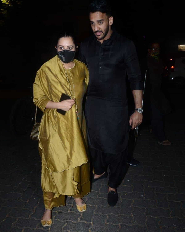 અનિતા હસનંદાની પતિ રોહિત રેડ્ડી સાથે આવી હતી. આપને જણાવી દઇએ કે અનિતા હાલમાં ગર્ભવતી છે. (Photo Credit: Viral Bhayani)