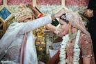 લગ્ન બાદ પહેલી વખત કાજલે શેર કર્યા Wedding Photos, પતિનાં હાથ ચૂમતી આવી નજર