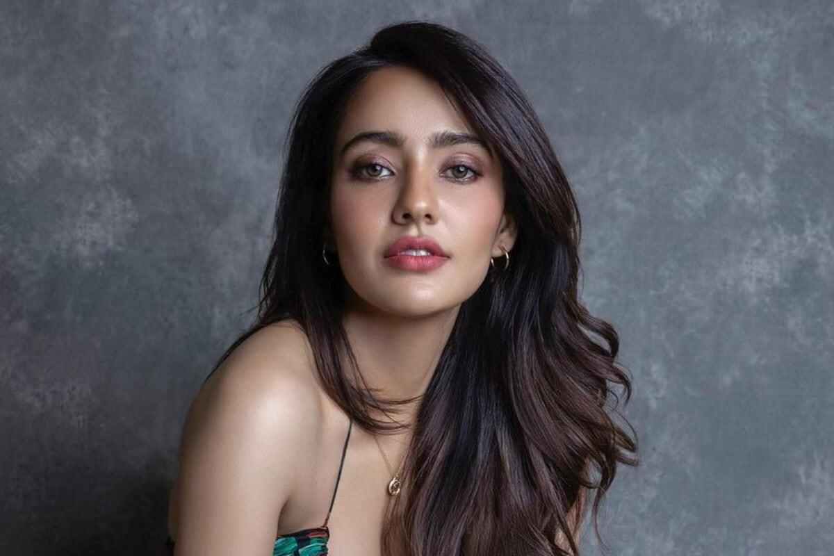 એન્ટરટેઇનમેન્ટ ડેસ્ક: બોલિવૂડની જાણીતી એક્ટ્રેસ નેહા શર્મા (Neha Sharma) સોશિયલ મીડિયા પર ખુબજ એક્ટિવ રહે છે. તે તેનાં ફેન્સની વચ્ચે ચર્ચામાં છે. તે તેની નવી નવી તસવીરો અવાર નવાર તેનાં ફેન્સ સાથે શેર કરતી રહે છે. હાલમાં તે ઘણી જ બોલ્ડ તસવીરો (Bold Photos) શેર કર્યા છે. આ ફોટોમાં નેહા બ્લેક સ્વિમસૂટ (Swimsuit)માં પાણીમાં આગ લગાવી રહી છે. (Photo Credit- @nehasharmaofficial/Instagram)