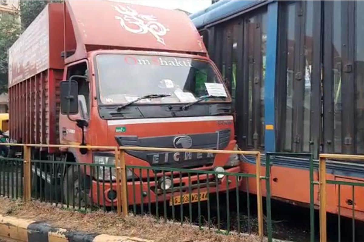 આ મામલે બીઆરટીએસ તરફથી કહેવામાં આવ્યું છે કે, આજ રોજ આંબેડકર બ્રિજ ઉતરી ચંદ્રનગર તરફ જતા લોડિંગ વાહન GJ 03 BW 2244 Eicher રેશ ડ્રાઈવિંગ કરતા તેનું બેલેન્સ ગુમાવી દીધું હતું અને તેની ટક્કર બીઆરટીએસની બસ સાથે થઈ હતી. અકસ્માતમાં BRTS બસ કોરિડોરમાં દાખલ થતી હોય છે તે લોકેશન પાસે બે રેલીંગ તૂટી છે. સદર સમગ્ર ઘટનામાં કોઈને ઈજા થવા પામી નથી.