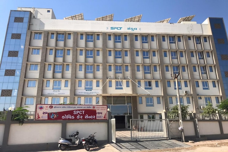 સુરેન્દ્રનગર પાટીદાર ચેરીટેબલ ટ્રસ્ટે કોવિડ કેર સેન્ટર માટે પાંચ માળની આધુનિક બિલ્ડીંગ આપી