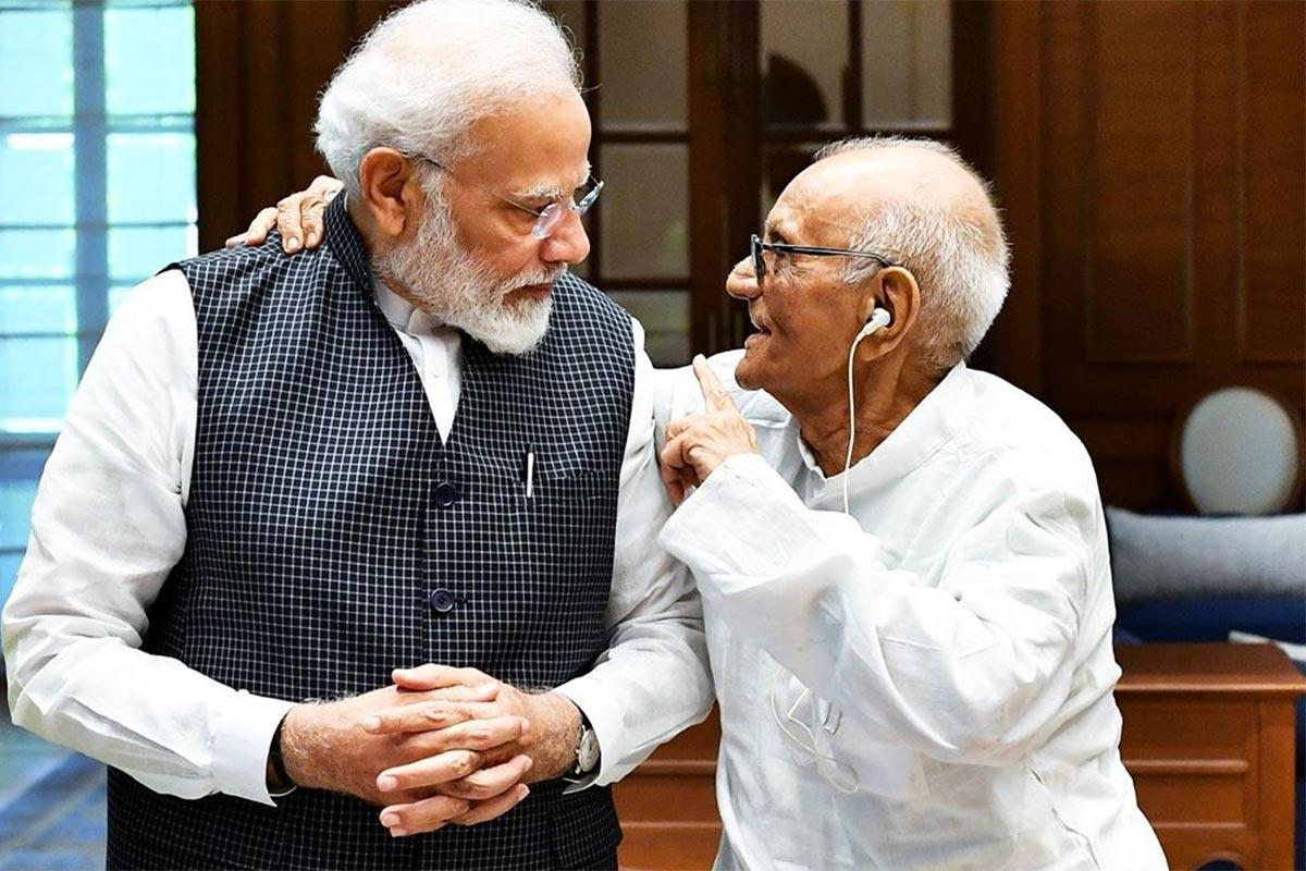 ભરત પટેલ, નવસારી: સ્વાતંત્ર્ય સેનાની (Freedom fighter) અને નવસારીના પૂર્વ ધારાસભ્ય દિનકર દેસાઈ (Dinkar Desai)નું આજ રોજ નિધન થયુ છે. દિનકર દેસાઇને વડાપ્રધાન નરેદ્ર મોદી (PM Narendra Modi)એ સન્માનિત કર્યા હતા. માંદગીના કારણે દિનકર દેસાઈનું નિધન થયું હોવાના સમાચાર મળી રહ્યાં છે. નવસારી જિલ્લા (Navsari District)ના એક માત્ર સ્વાતંત્ર્ય સેનાનીના નિધનને પગલે શહેરમાં શોકની લાગણી છવાઈ છે. સ્વાતંત્ર્ય સેનાની દિનકર દેસાઈ હંમેશા નવસારીના લોકોનાં દિલમાં રહ્યા છે.