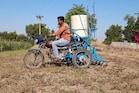 ભાવગરના ખેડૂતની 'જુગાડુ બાઇક', ટ્રેક્ટર અને 'સનેડો'થી 80% સસ્તું અને સરળ