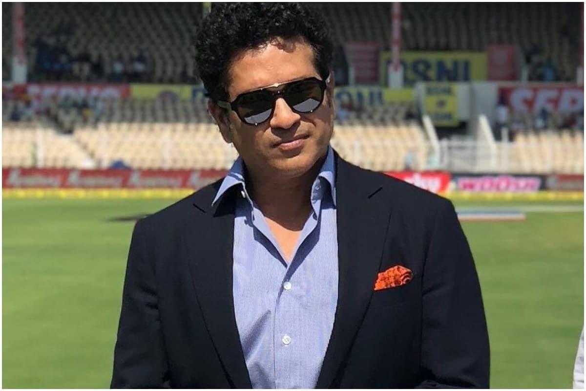 30 વર્ષીય વિરાટ કોહલી (Virat Kohli)એ સૌથી ઓછી ઇનિંગ એટલે કે 242 ઇનિંગમાં આ ઉપલબ્ધિ પ્રાપ્ત કરનારો બેટ્સમેન (Batsman) બની ગયો છે. તેણે માસ્ટર બ્લાસ્ટર સચિન તેંડુલકર (Sachin Tendulkar)ને પાછળ છોડી દીધો છે. સચિને 12 હજાર રન પૂરા કરવા માટે 300 ઇનિંગ રમવી પડી હતી. (Sachin Tendulkar/Instagram)