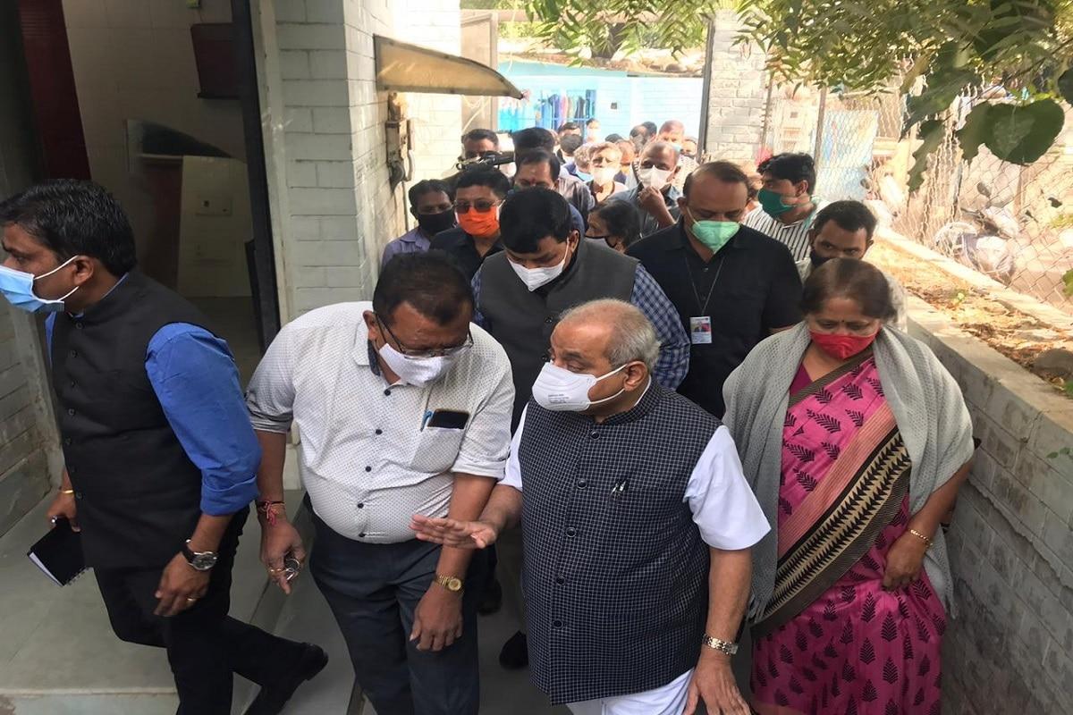 નીતિન પટેલે જણાવ્યું હતું કે ગુજરાત સરકારના બજેટમાં આ અંગે જોગવાઇ કરવામાં આવી હતી. સરકાર દ્વારા બજેટ બનાવતી વખતે સિનીયર મંત્રીઓ અને અધિકારીઓ સાથે આરોગ્ય વિભાગની સુવિધાઓ પ્રત્યેક વસ્તી સુધી પહોંચે એ માટે ચર્ચા થઈ હતી. એક લાખથી વધુ વસ્તી ધરાવતા વિસ્તારમાં મુખ્યમંત્રીની પણ લાગણી હતી કે લોકોને સુવિધાઓ મળે રહે. ભૂતકાળમાં ઝુંપડપટ્ટી તરીકે ઓળખવામાં આવતા આ વિસ્તારના લોકોને આરોગ્ય સુવિધાઓ સારામાં સારી મળે એ માટેનો આ પ્રયાસ ભાજપ સરકારનો છે. કોરોના સમયે લોકોએ સારવાર ન લીધી અને લોકોને ગંભીર અવસ્થામાં હોસ્પિટલ લઈ જવા પડ્યા હતા. આવા લોકો જે બેદરકારી દાખવે છે એમને સમયસર સારવાર મળે એ જરૂરી છે. કોરોનામાં એ સુખદ અનુભવ થયો અને ધન્વંતરી રથનું આયોજન કર્યું. જેના કારણે હજારોની સંખ્યામાં કોર્પોરેશન વિસ્તારમાં રહેતા લોકોને સારવાર મળી શકી હતી.