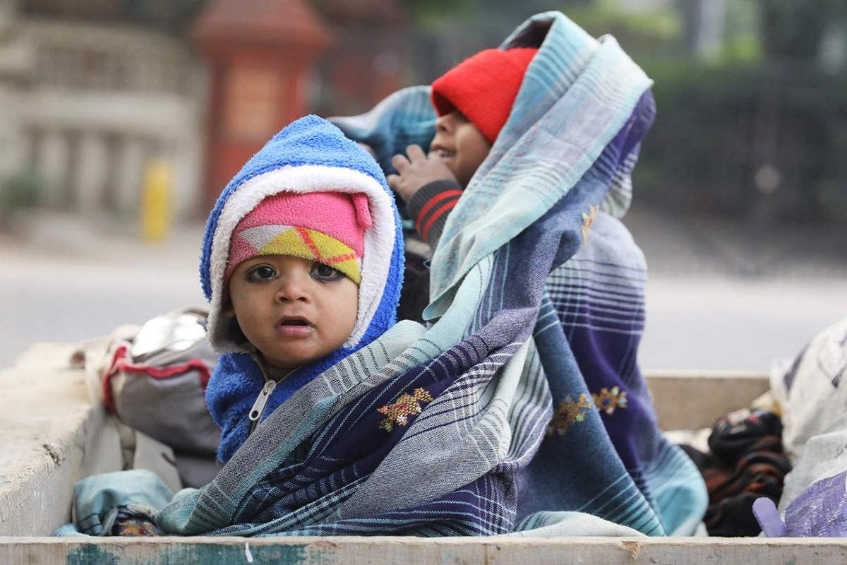 હવામાન વિભાગની આગાહી પ્રમાણે, 29 ડિસેમ્બરના રોજ અમદાવાદ, બનાસકાંઠા, સાબરકાંઠા, ગાંધીનગર, વડોદરા, રાજકોટ, સુરેન્દ્રનગર, ભાવનગર અને જૂનાગઢ જ્યારે 30મી ડિસેમ્બરના રોજ અમદાવાદ, બનાસકાંઠા, સાબરકાંઠા, ગાંધીનગર, વડોદરા, રાજકોટ, સુરેન્દ્રનગર, ભાવનગર અને જૂનાગઢ તથા 31 ડિસેમ્બરના રોજ બનાસકાંઠા, સાબરકાંઠા, ગાંધીનગર, વડોદરા, રાજકોટ, સુરેન્દ્રનગર, ભાવનગર, જૂનાગઢમાં ઠંડીનું જોર રહેશે. રાજ્યમાં કાતિલ ઠંડી બાદ ઠંડીનું જોર ઘટવાની પણ શક્યતા હવામાન વિભાગે વ્યક્ત કરી છે.