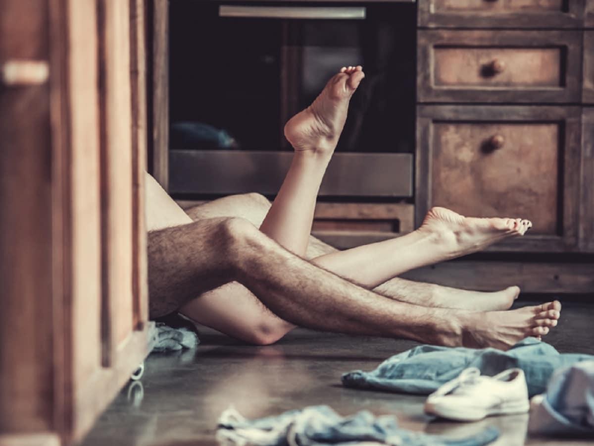 'કેમ કે તમને પતિ તરફથી એક જ વાર ઓરલ સેક્સનું સુખ મળ્યું છે તમે જ્યારે બીજી વાર જાતિય આનંંદ માણો ત્યારે તમે તમારા પતિને તેના વિશે વાત કરી શકો છો. એ અનુભવ માટે તમે એમની પ્રસંશા કરો. એમને કહો કે તમારા માટે એ અનુભવ કેટલો સુખદ હતો. એનાથી તમારા પતિને એક સંકેત મળશે. શક્ય હોય તો તેના વિશે સારો લેખ અથવા વીડિયો પણ બતાવો'