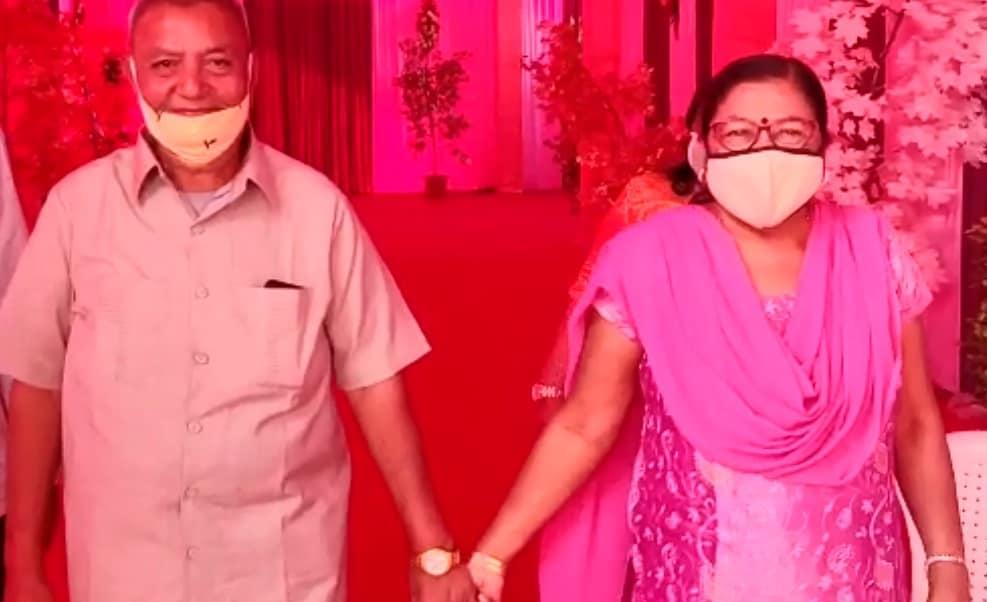 બીજી તરફ, મુંબઈમાં રહેતાં જ્યોત્સ્નાબેન જૈનની બે દીકરી અને એક દીકરાનાં લગ્ન થઈ ગયાં છે, જ્યારે જ્યોત્સ્નાબેનના પતિનું કેન્સરથી નિધન થયું હતું. જેથી તેઓ એકલતા અનુભવતાં હતાં. ગત વર્ષે મુંબઈમાં અનુબંધ ફાઉન્ડેશનનો કાર્યક્રમ જોયો હતો અને ત્યાંથી ફરીથી લગ્નનો વિચાર આવ્યો હતો. ગત મહિને સુરતમાં જ્યોત્સ્નાબેન અને હરીશભાઈ વચ્ચે મીટિંગ કરાવાઈ હતી. જેમાં બંને લગ્ન કરવા રાજી થયાં હતાં.