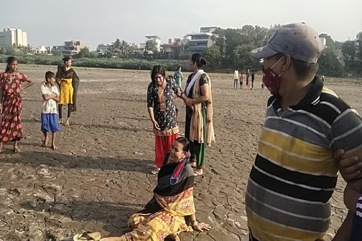 અંબાજી મંદિર ખાતે પરિવાર સાથે રહેતા બાળકોમાં કાકા બાપાના આ ચાર બાળકો રમતા રમતા નદી કિનારે આવી પહોંચ્યા હતા. જોકે ચારે બાળકો નદીમાં ન્હાવા પડ્યા હતા. જેમાંથી એકે બાળક નદીમાંથી બહાર નીકળી ભાગી છૂટ્યો હતો. અને ઘરે જઈને પરિવારને જાણ કરી હતી કે બહેન સાથે મોટા ભાઈઓ દીકરો અને દીકરી પાણીમાં ગરકાવ થઈ ગયા છે.