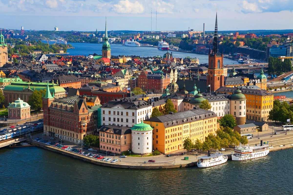 સ્વીડનમાં ઇન્કમ ટેક્સ દર 57.19 ટકા છે.
