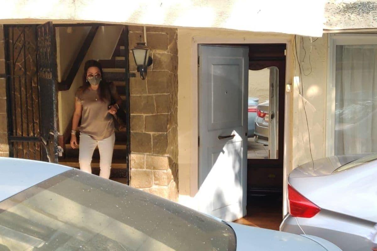 નતાશા દલાલની આ તસવીર તેનાં અલીબાગનાં ઘરેથી નીકળી ગઇ છે. (photo Credit: Viral Bhayani)