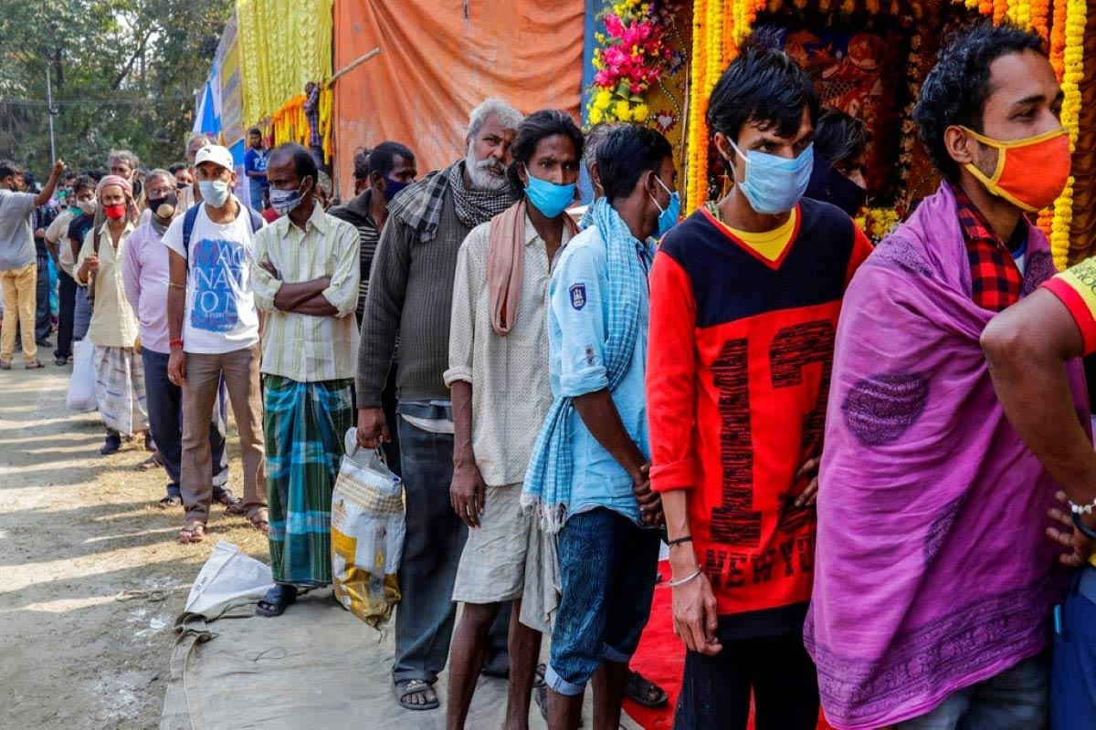 નોંધનીય છે કે, ભારતમાં કોવિડ-19 (Covid-19)ની મહામારી સામે લડીને 1 કરોડ 2 લાખ 53 હજાર 32 લોકો સાજા પણ થઇ ચૂક્યા છે. 24 કલાકમાં 18,002 દર્દીઓને ડિસ્ચાર્જ કરવામાં આવ્યા છે. હાલમાં 1,88,688 એક્ટિવ કેસો છે. ભારતમાં રિકવરી રેટ 96.8 ટકાએ પહોંચી ગયો છે. બીજી તરફ, અત્યાર સુધીમાં કુલ 1,53,032 લોકોનાં કોરોના વાયરસના કારણે મોત થયા છે. (પ્રતીકાત્મક તસવીર)