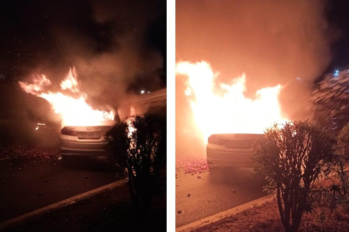 અંકિત પોપટ, રાજકોટ : ગોંડલ-જેતપુર હાઈવે (Gondal Jetpur Highway) પર અકસ્માતના બે (Accidents) બનાવો સામે આવ્યા છે. એક ઘટનામાં ટેમ્પો અને કાર વચ્ચે અકસ્માત સર્જાતા કાર સળગીને (Car Ablaze) ખાક થઈ ચૂકી છે જ્યારે કે બીજી ઘટનામાં ડુંગળી (Onions) ભરેલું ટ્રેક્ટર કાર ઉપર પલટી મારતા કારને નુકસાન થવા પામ્યું છે. ગોંડલ પાસે આવેલી ગુંદાળા ચોકડીથી થોડે દૂર કાર અને ટેમ્પો વચ્ચે અકસ્માત સર્જાવાની ઘટના સામે આવી છે. જોકે, બંને ઘટનામાં ચાલકોના આબાદ બચાવ થતા મોતને હાથતાળી આપ્યા જેવી સ્થિતિ સર્જાઈ છે.