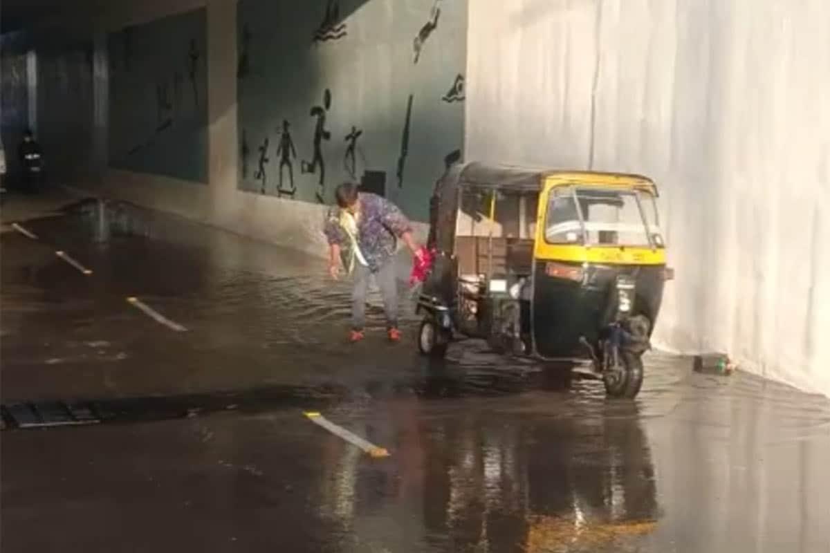 અંડરબ્રિજમાં પાણી ભરાતા વાહન ચાલકો પરેશાન.