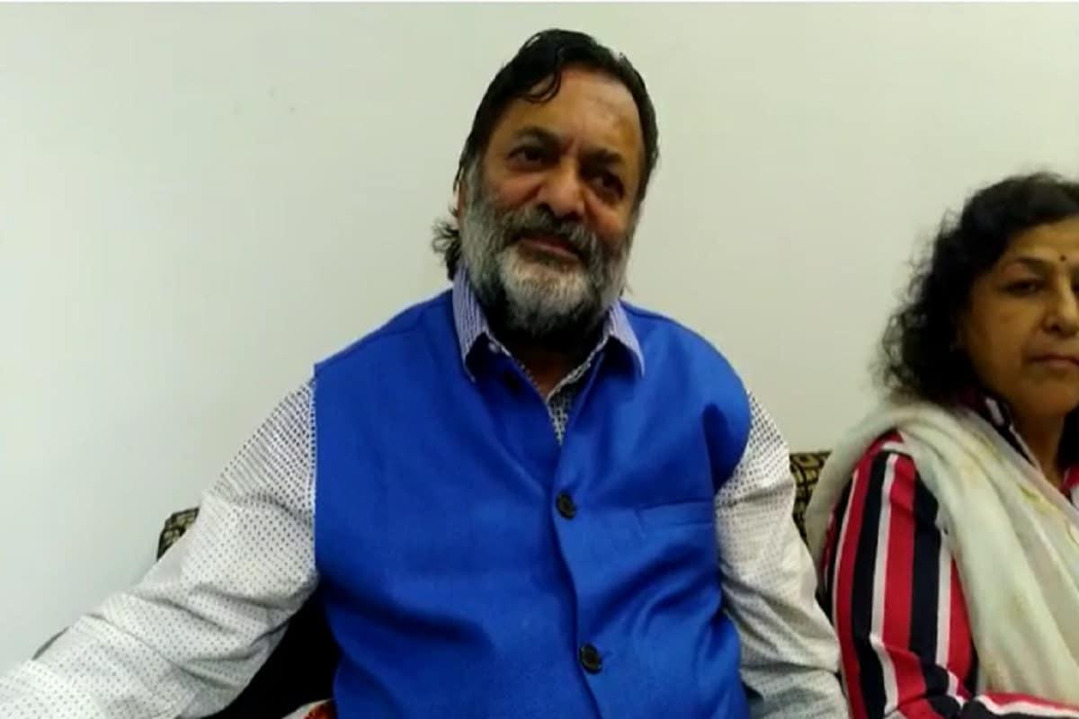 નિધીના પિતા જણાવ્યું હતું કે, મારી દીકરીનું હેડક્વાર્ટર દિલ્હી છે. પુનાથી હૈદરાબાદ કોરોના વેક્સિન લઇને આવી હતી. પિતા તરીકે અમને ગૌરવ છે, નિધી અમારૂ રત્ન છે. દેશમાં માહામારી ચાલી રહી છે ત્યારે કોરોના વેક્સિન હૈદરાબાદ પહોંચાડી તે વાતનું અમને ગૌરવ છે. નિધિ રાજકોટમાં બીપીન સોપ નામની પેઢીના સંચાલક બીપીનભાઈ અઢિયાની દીકરી છે. બિપીનભાઈ મનપાના પૂર્વ સ્ટેન્ડિંગ કમિટીના ચેરમેન રહી ચૂક્યા છે તેમજ તેમના ધર્મપત્ની માલતીબેન અઢીયા કે જેઓ કરોડપતિ એજન્ટ બની ચૂક્યા છે. બે સંતાનોમાં પુત્રી નિધિ અને પુત્ર મિથિલેશ છે.